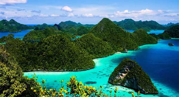 Island Beauty of Southern Indonesia
